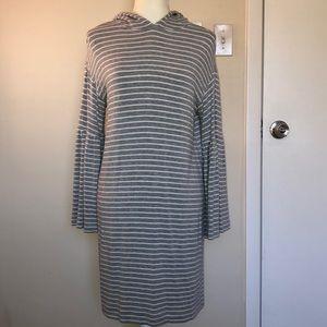 Lou & Grey hooded bell sleeve dress! EUC